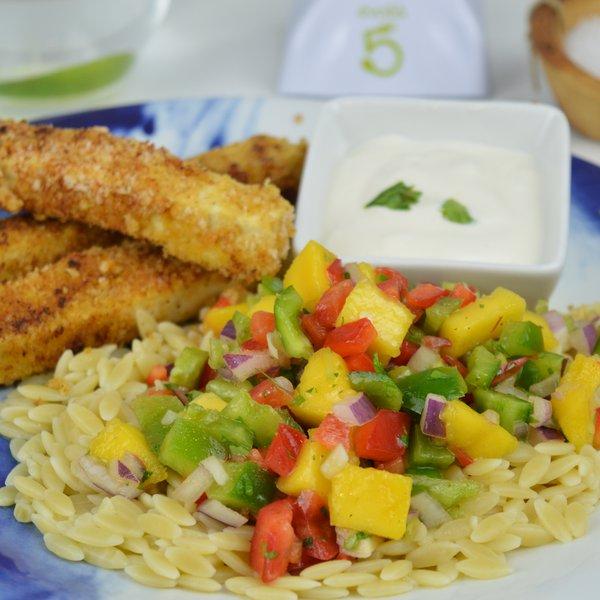 Bâtonnets de tofu croustillants et salade de pâtes à la mangue